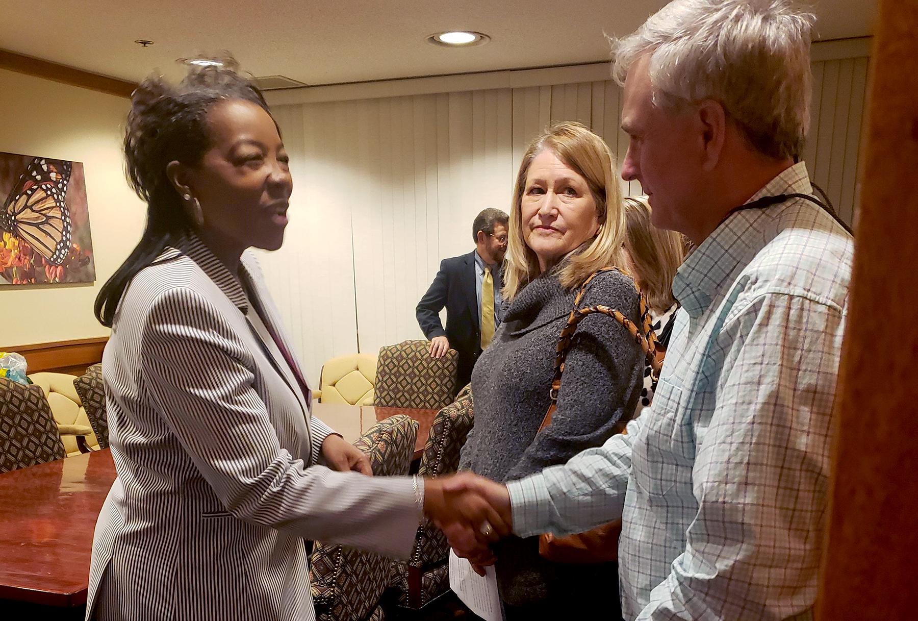 ICA Tasha Carter con Consumidores de Seguros en el Capitolio